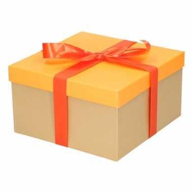 Kerst cadeautje oranje met oranje strik 21 cm