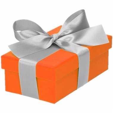 Kerst cadeautje oranje met zilveren strik 10 cm