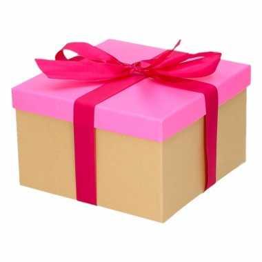 Kerst cadeautje roze met fuchsia strik 16 cm