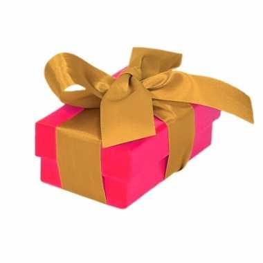 Kerst cadeautje roze met gouden strik 8 cm