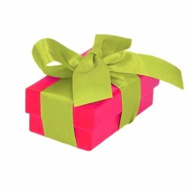 Kerst cadeautje roze met lichtgroene strik 8 cm