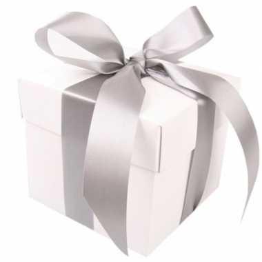 Kerst cadeautje wit met zilveren strik 10 cm