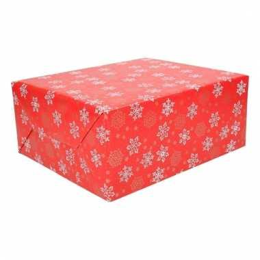 Kerst inpakpapier rood met sneeuwvlokken trend