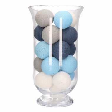 Kerstdecoratie blauw, grijs en witte verlichting in vaas