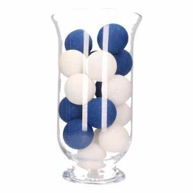 Kerstdecoratie blauw met witte verlichting in vaas
