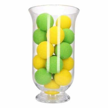 Kerstdecoratie geel en groene verlichting in vaas