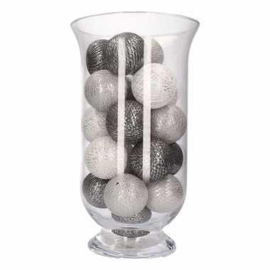 Kerstdecoratie grijze en witte verlichting in vaas