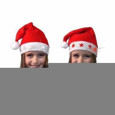 Kerstmuts met rode sterren en lichtjes voor kinderen
