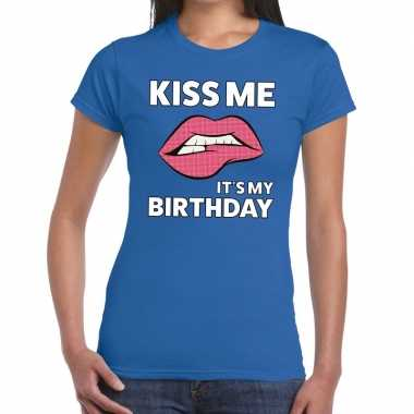 Kiss me it's my birthday t-shirt blauw dames