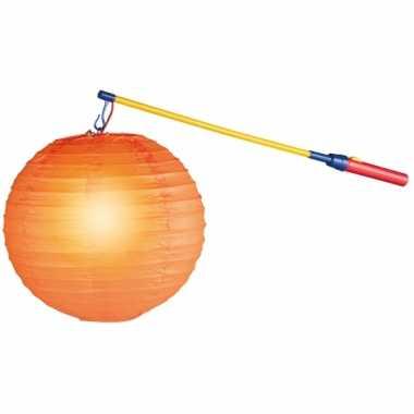 Lampionnen lichtjes aan een stok