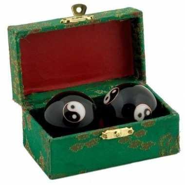 Levensenergie kogels yin yang 4.5 cm in kistje