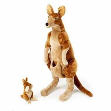 Mega staande kangoeroe met baby