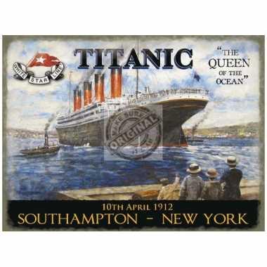 Metalen plaat met de titanic afgebeeld