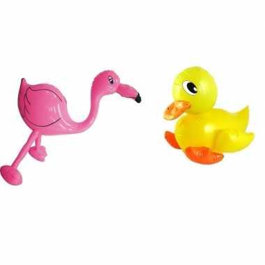 Opblaasbare eend en flamingo