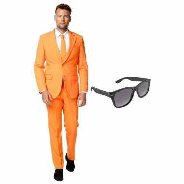 Oranje heren kostuum maat 56 (xxxl) met gratis zonnebril