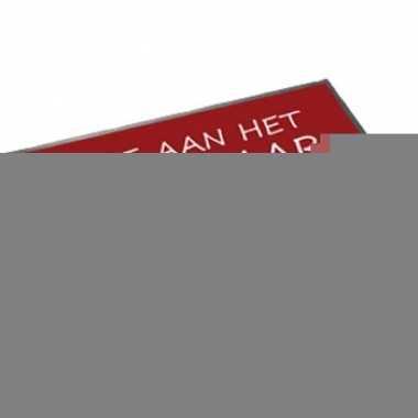 Rode deurmat hulde aan het bruidspaar