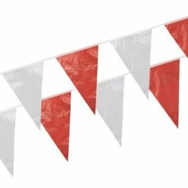 Rode en witte vlaggetjes