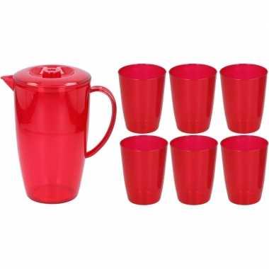 Rode plastic schenkkan/waterkan set 2 liter met 6 glazen