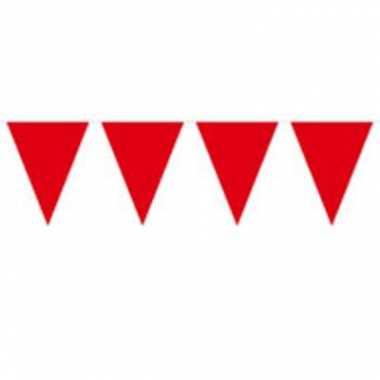 Rode slinger met vlaggetjes