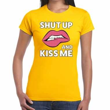 Shut up and kiss me t-shirt geel dames