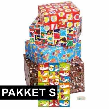 Sint cadeaupapier pakket s met etiketten