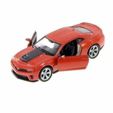 Speelgoed auto licht rode chevrolet camaro zl1 auto 1:36