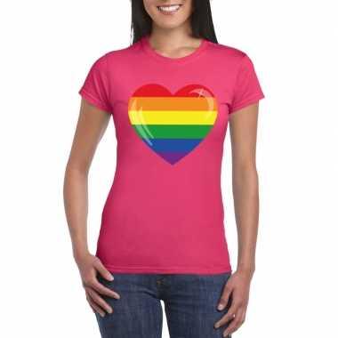 T-shirt met regenboog vlag in hart roze dames
