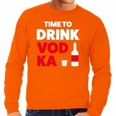 Time to drink vodka tekst sweater oranje voor heren