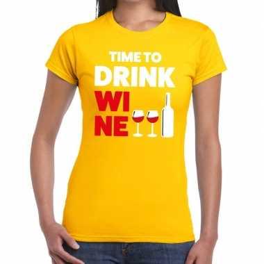 Time to drink wine tekst t-shirt geel dames