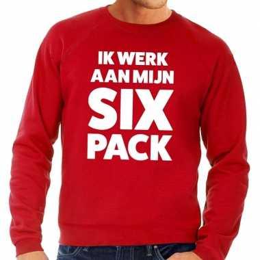 Toppers - ik werk aan mijn six pack tekst sweater rood