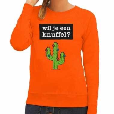 Wil je een knuffel tekst sweater oranje voor dames