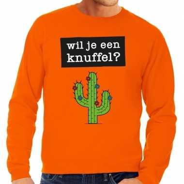 Wil je een knuffel tekst sweater oranje voor heren