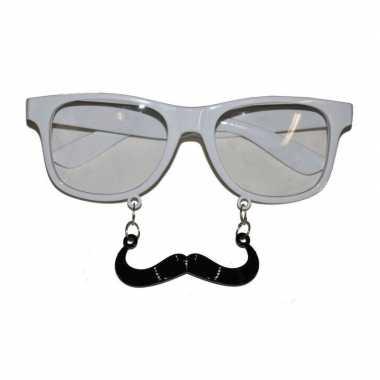 Witte brillen met snor