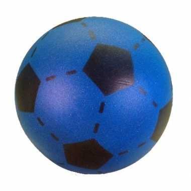 Zachte voetbal blauw gekleurd 20 cm