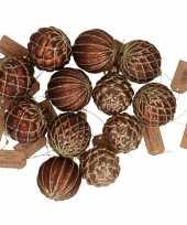 12x bruine luxe glazen kerstballen met gouden decoratie 6 cm trend