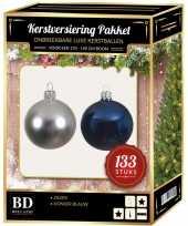 133 stuks kerstballen mix zilver donkerblauw voor 180 cm boom trend