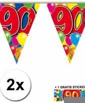 2 gekleurde vlaggenlijnen 90 jaar met sticker trend
