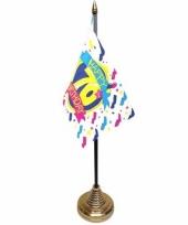 70ste verjaardag tafelvlaggetje 10 x 15 cm met standaard trend