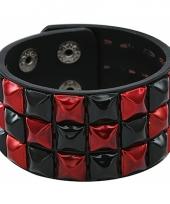 Armband met zwart rode klinknagels trend