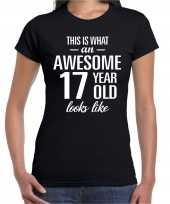 Awesome 17 year 17 jaar cadeau t-shirt zwart dames trend