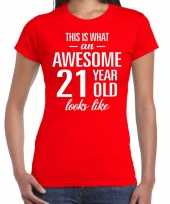 Awesome 21 year 21 jaar cadeau t-shirt rood dames trend