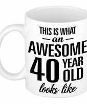 Awesome 40 year cadeau mok beker 300 ml trend