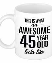 Awesome 45 year cadeau mok beker 300 ml trend