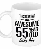 Awesome 55 year cadeau mok beker 300 ml trend