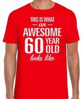Awesome 60 year 60 jaar cadeau t-shirt rood heren trend