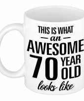 Awesome 70 year cadeau mok beker 300 ml trend
