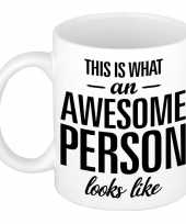 Awesome person persoon cadeau mok beker 300 ml trend