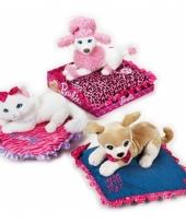 Barbie witte knuffel kat op kussen trend