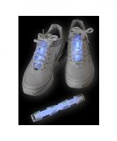 Blauw glow schoen lichtstaafje trend