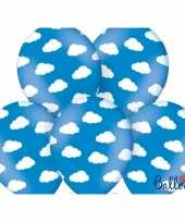 Blauwe ballonnen met wolkjes trend